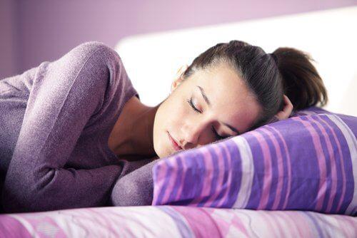 Im Schlaf sprechen kommt auch beim Träumen vor
