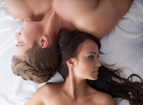 Mann und Frau nach Sex