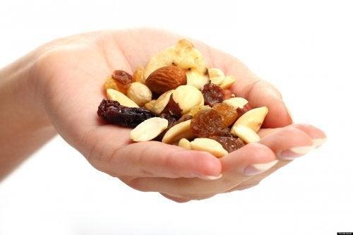 Hand voll Nüsse
