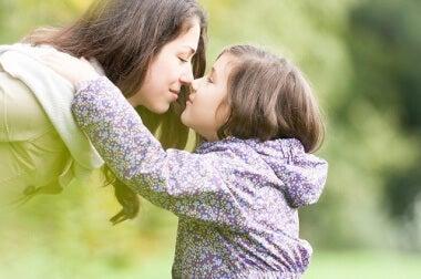 mutter-mit-kind-kaempfen-gegen-bullying