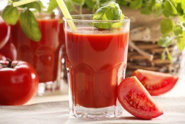 tomatensaft-fuer-ein-gesundes-immunsystem