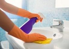 7-einfache-tricks-um-schwererreichbare-ecken-im-haushalt-zu-reinigen