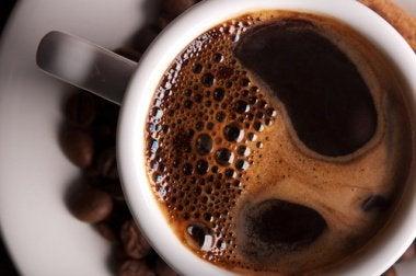 Der beste Zeitpunkt für deinen ersten Kaffe ist zwischen 9:30 und 11 Uhr