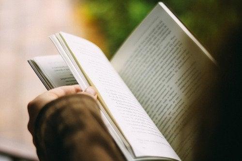 lesen-einer-geschichte-foerdert-mentale-gesundheit
