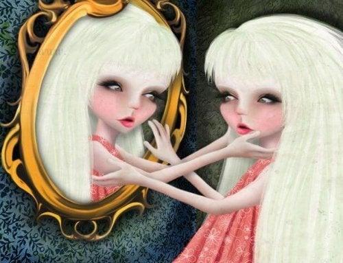 maedchen-schaut-in-den-spiegel-und-sucht-den-weg