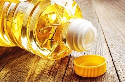 den Cholesterinspiegel senken, indem du weniger Öl verzehrst