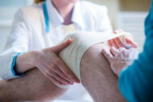 Neuentwicklung: Verband mit Stammzellen bei Knieverletzungen