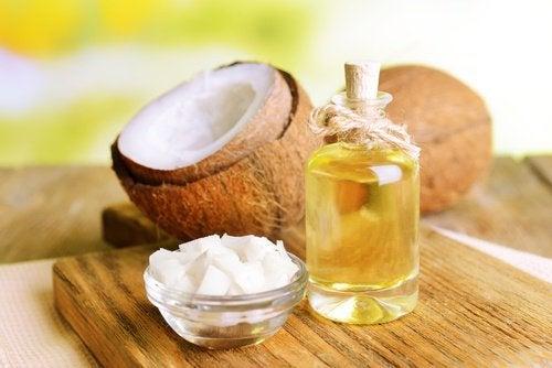 Kokosöl gegen Ohrenschmalz