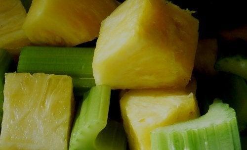 Ananas und Sellerie