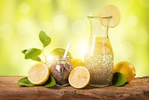 Mit Zitrone, Ingwer und Chiasamen in einem Monat abnehmen