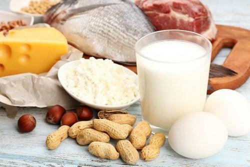 Milch, Käse, Erdnüsse, Eier