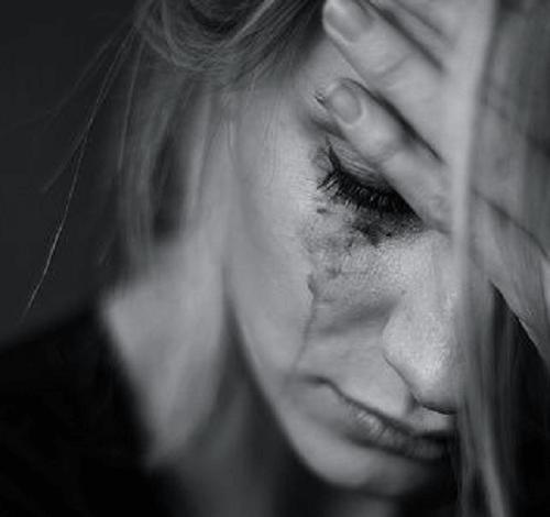 Frau in Tränen Weinen