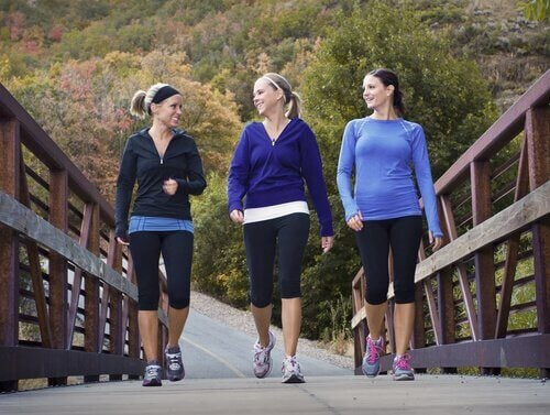 Frauen treiben Sport Menstruation