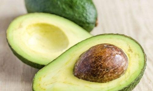 Avocado zur Behandlung von trockenem Haar