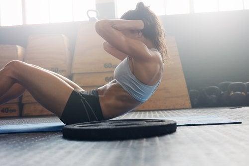Bauchmuskeltraining, um Bauchfett zu reduzieren