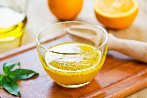 Mixgetränk mit Orange und Sesam gegen Arteriosklerose