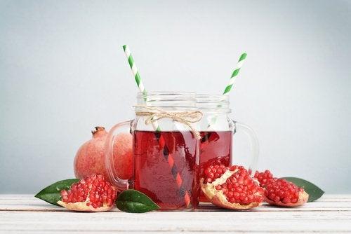 Granatapfelsaft-glas