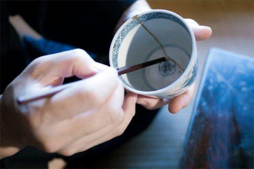 Japanische Keramik als Ausdruck der zerstörten Normalität