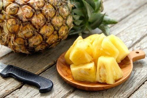 Ananas ist hilfreich zum Entwässern