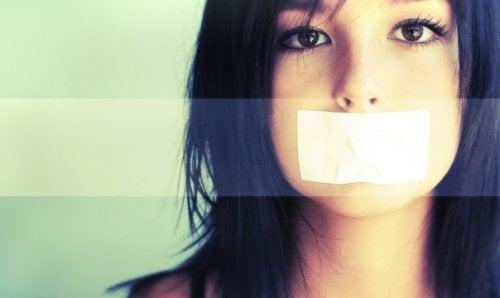 Schweigende Teenager und frustrierte Eltern