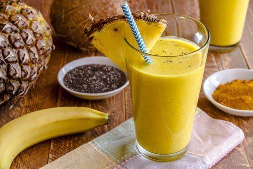 Köstlicher Bananen-Kurkuma-Shake für die Leberreinigung