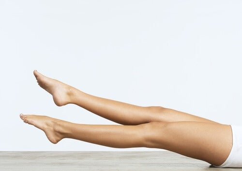 Kreisende Beinbewegungen für eine schlanke Taille
