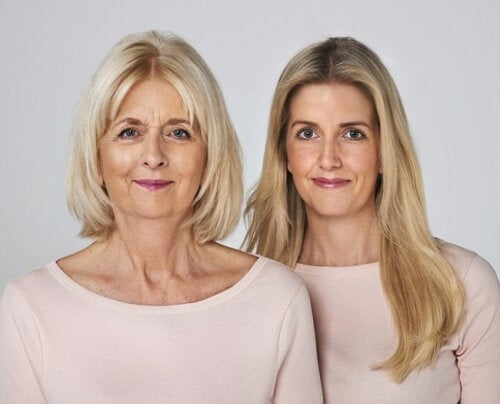 Mutter und Tochter kennen ihre Anamnese beim Schlaganfall