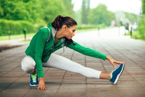Streckübungen gegen Achillessehnenentzündung