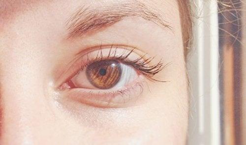 hellbraune Augenfarbe