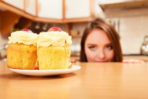 Frau will Kuchen essen