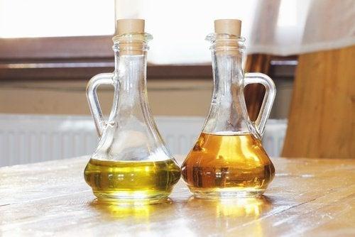 Essig und Öl gegen Kratzer