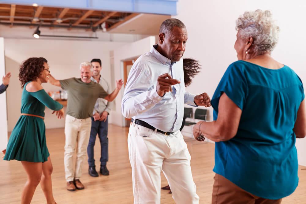Unterhaltsamer Tanz zum Abnehmen Zumba Musik