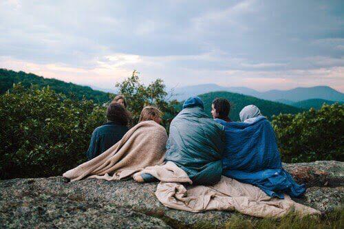 Freund mit Leidenschaft in den Bergen
