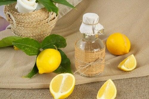 Zitrone mit Salz für weiße Wäsche