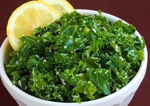 Zitrone und Grünkohl Nahrungsmittelkombinationen
