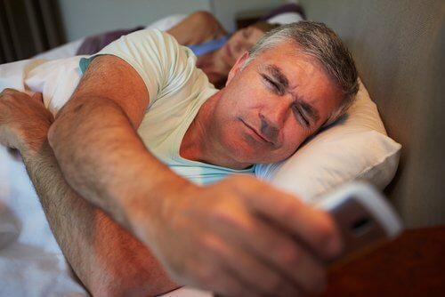 Zu wenig Schlaf fördert das Zunehmen