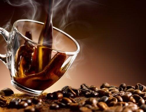 Zunehmen durch Koffein und Alkohol
