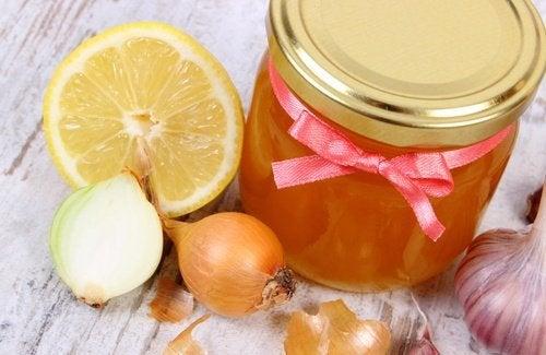 Die 5 besten hausgemachten Schleimlöser: Sirup mit Zwiebel