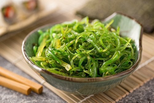 Kelp-Algen für einen flachen Bauch