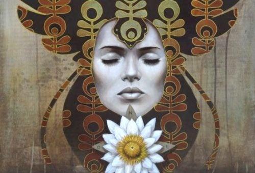 Frau mit Blume ist eine freie Seele