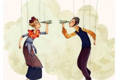 Mann und Frau mit Fernglas