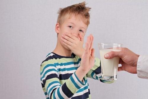 Kind mit Laktoseunverträglichkeit