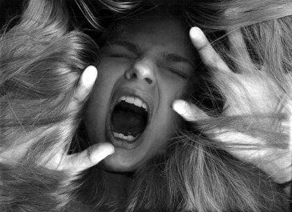 schreiende Frau