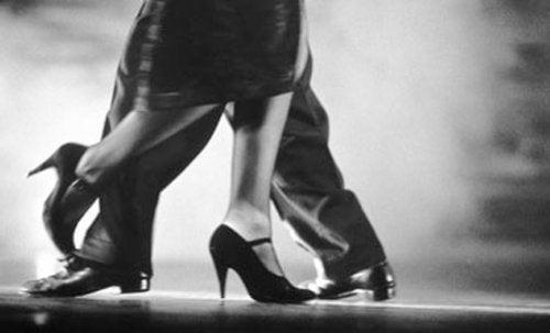 Tanzen Salsa können Sie Gewicht verlieren