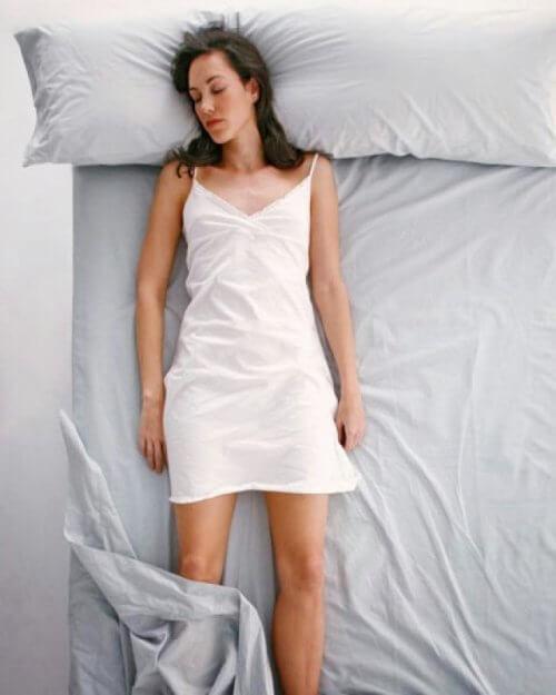 Die Rückenlage ist eine Schlafposition, die viel über die Persönlichkeit verrät