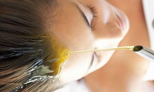 Haarmaske mit Olivenöl für gesundes Haar