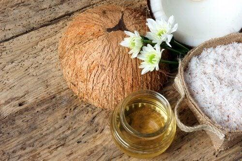 Natürliche Gesichtspflege mit Kokosöl