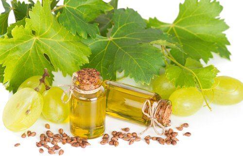 Natürliche Gesichtspflege mit Traubenkernen und Kamillenöl