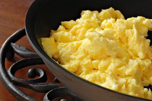 fettreiche Nahrungsmittel wie Eier