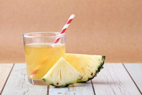 wie trinkt man Ananasschale